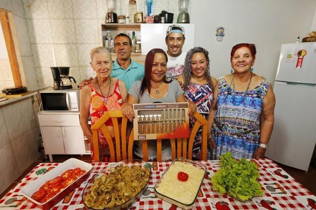 Família testa e aprova novo Junte & Ganhe Kit Faqueiro Mateus Bruxel / Agencia RBS/Agencia RBS