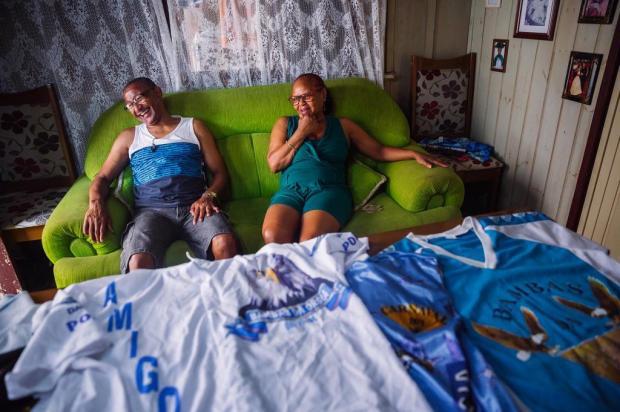 Sem poder ir à Avenida, casal fanático pelo Carnaval conta como passará o feriadão Omar Freitas/Agencia RBS