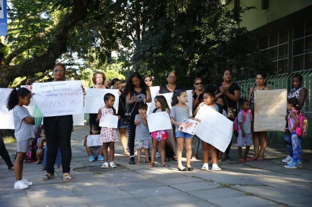 Pais e alunos do primeiro ano realizam protesto por falta de professor na Escola Emílio Meyer Félix Zucco/Agencia RBS