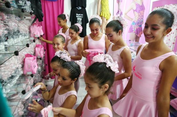 Festa beneficente na Suíça arrecada R$ 5,4 mil para ajudar meninas que têm aulas de balé em Alvorada Robinson Estrásulas/Agencia RBS