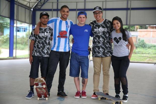 Grupo de skatistas adota praça em Viamão e oferece aulas para crianças e adolescentes Robinson Estrásulas/Agencia RBS