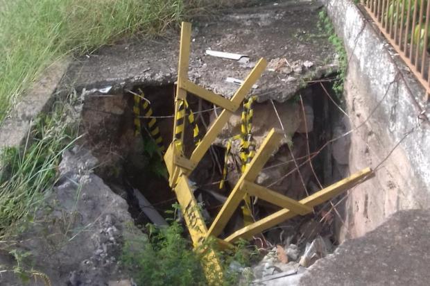 Aberto desde 2015 e com 4m de profundidade, buraco representa perigo em rua de Porto Alegre Arquivo pessoal/Leitor/DG