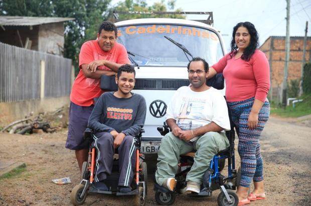 Com doença rara, irmãos fazem rifa para adaptar kombi e seguir tratamento na AACD Bruno Alencastro/Agencia RBS