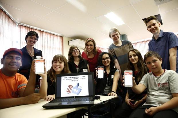 Estudantes de Campo Bom criam aplicativo para ensinar moradores a descartar resíduos secos e orgânicos Carlos Macedo/Agencia RBS