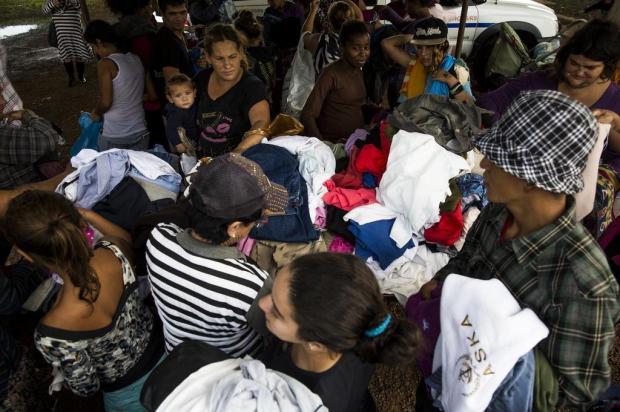Moradores de Canoas recebem doações para enfrentar o frio Anderson Fetter/Agencia RBS