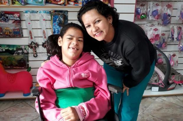 Graças à solidariedade, menina com paralisia cerebral consegue sonda para fazer fisioterapia sem dor Arquivo pessoal/Leitor/DG