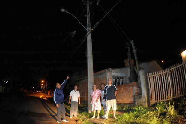 Falta de iluminação pública há dois meses representa perigo para moradores de Alvorada Luiz Armando Vaz/Agencia RBS
