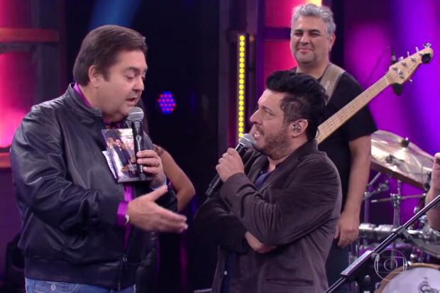 Fausto Silva associa música de Bruno e Marrone a Lava-Jato e clima pesa no Domingão Reprodução / TV Globo/TV Globo