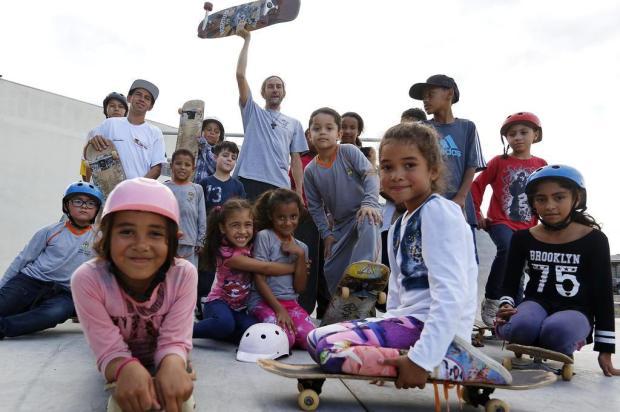 Conheça o projeto social da Restinga que diverte crianças e profissionaliza jovens com skate Mateus Bruxel/Agencia RBS