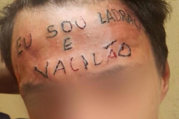 Após prisão por furto de desodorantes, jovem tatuado na testa volta a ser internado em clínica Reprodução/Youtube