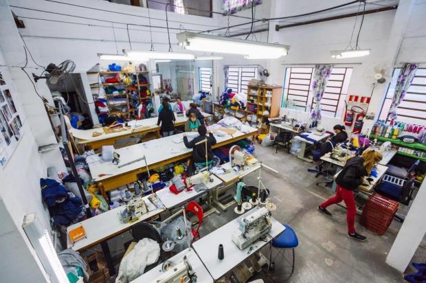 Costureiras do Sarandi unem cooperação e sustentabilidade em cadeia nacional de produção de roupas Omar Freitas/Agencia RBS