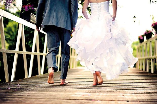 Pontos positivos e negativos dos consórcios de serviços, que servem para guardar grana para eventos como casamento e viagem Divulgação/Divulgação