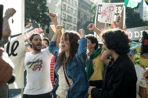 """Gravação de """"Os Dias Eram Assim"""" é interrompida por tiroteio real Raquel Cunha / TV Globo/TV Globo"""