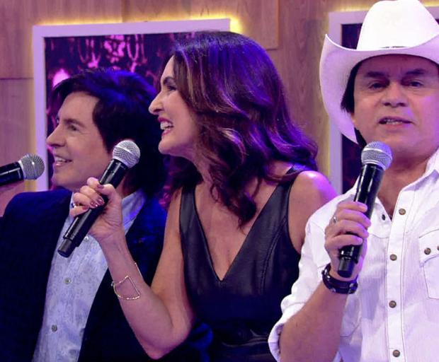 """Fátima Bernardes canta """"Evidências"""" com Chitãozinho & Xororó e recebe elogios na internet Reprodução / TV Globo/TV Globo"""