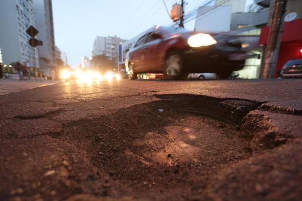 Amargou prejuízo no carro por causa de buraco na rua? Saiba como buscar ressarcimento André Ávila/Agencia RBS