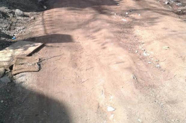 Prefeitura de Viamão não cumpre prazo, repete promessa e rua segue com problemas de pavimento e esgoto Arquivo Pessoal/Leitor/DG