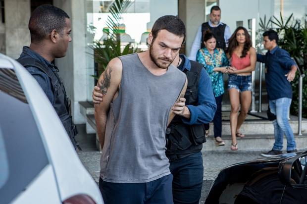 """Hoje em """"A Força do Querer"""": Rubinho é preso novamente Fabio Rocha / TV Globo/TV Globo"""