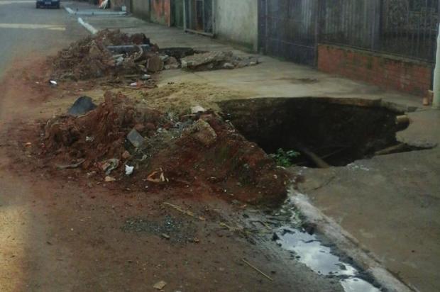 Crateras abertas em Porto Alegre pela prefeitura aguardam conserto desde abril deste ano Arquivo Pessoal/Leitor/DG
