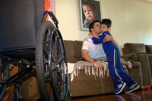 Homem que teve pernas amputadas após ser atropelado precisa de R$ 40 mil para comprar próteses Reprodução/RBS TV