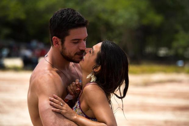 """""""A Força do Querer"""": Zeca não resiste e beija Ritinha Estevam Avellar/TV Globo/Divulgação"""