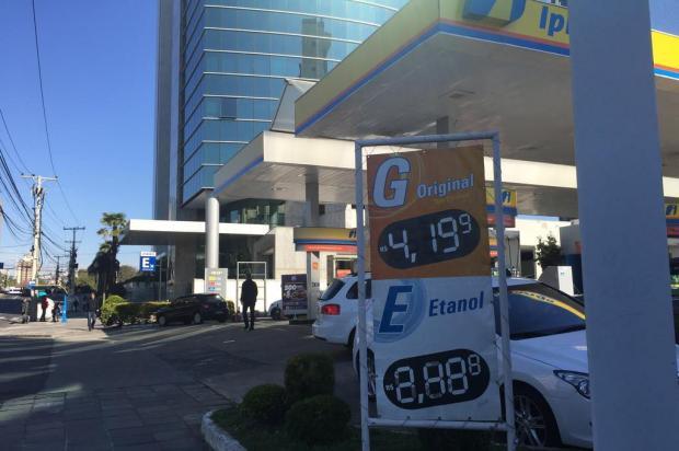Postos contrariam previsão do governo e aumentam gasolina em até R$ 0,65 Camilla Pereira/Agencia RBS