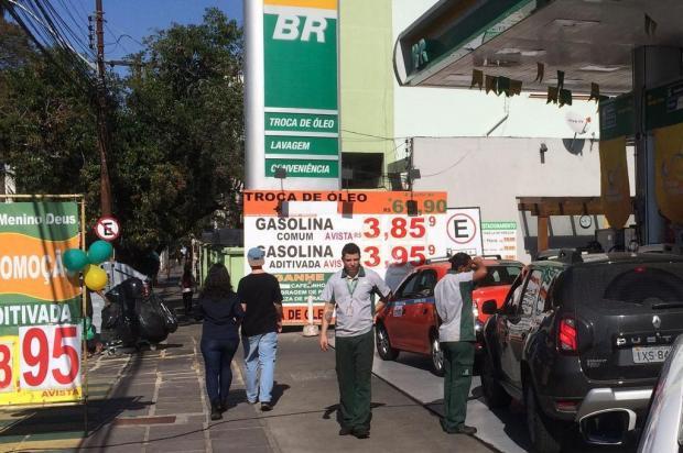 Para driblar o aumento da gasolina, confira se o posto oferece desconto no pagamento à vista Erik Farina/Agência RBS