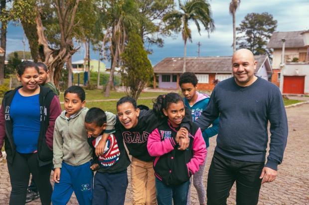 Conheça a história do paizão que dedica a vida a fazer o bem por uma aldeia de filhos no Sarandi Omar Freitas/Agencia RBS