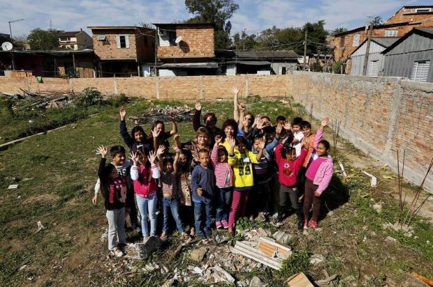 Vovó e netinhos buscam ajuda para construir uma sede própria para entidade beneficente Mateus Bruxel/Agencia RBS