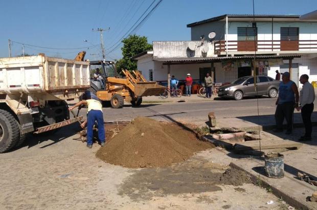 Prefeitura faz obra, e aniversário de buraco em Viamão é cancelado Arquivo Pessoal/Leitor/DG