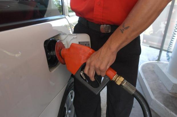 Preço do litro da gasolina comum em Porto Alegre está próximo dos R$ 4 Artur Moser/Ver Descrição