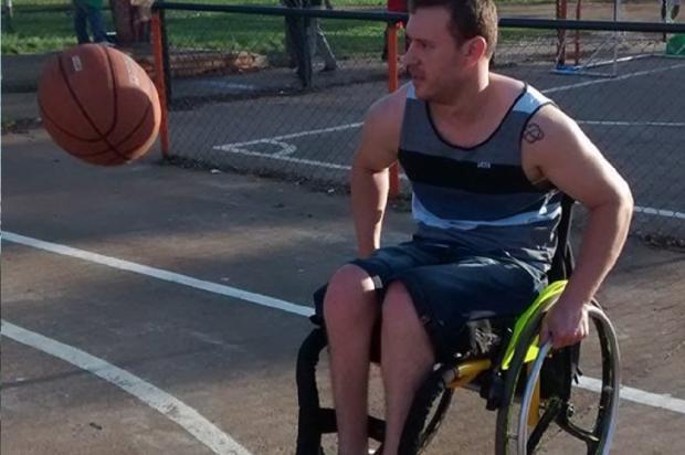 Cadeirante de Porto Alegre luta por cadeira de rodas há um ano Arquivo Pessoal / Leitor/DG/Leitor/DG