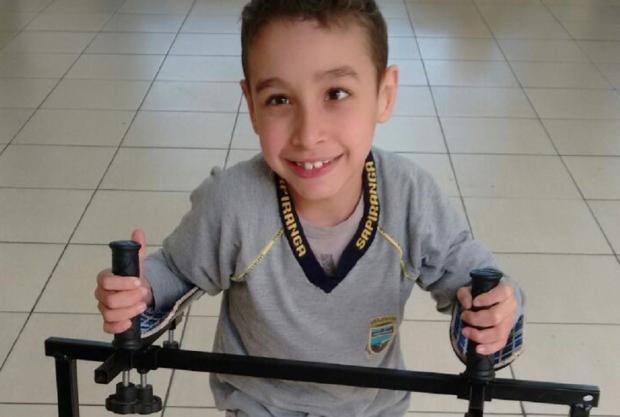Menino com paralisia precisa de ajuda para fazer tratamento Arquivo Pessoal / Leitor/DG/Leitor/DG