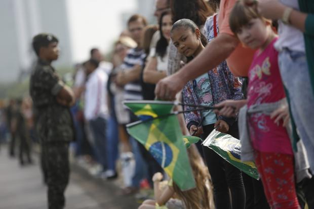 Desfile cívico de 7 de Setembro reúne militares e civis na avenida Beira-Rio Mateus Bruxel / Agência RBS/Agência RBS