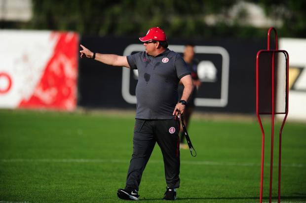 Zé Victor Castiel: os ajustes necessários que Guto Ferreira precisa fazer no Inter Ricardo Duarte / Divulgação, Inter/Divulgação, Inter