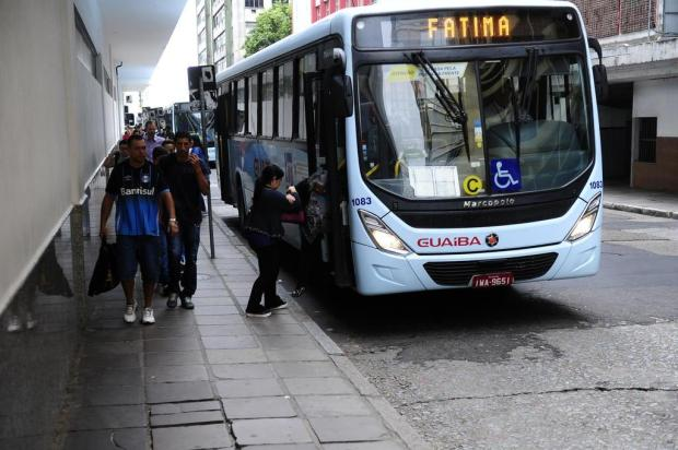 Usuários queixam-se de poucos horários e superlotação nos ônibus rumo à Capital Ronaldo Bernardi/Agencia RBS