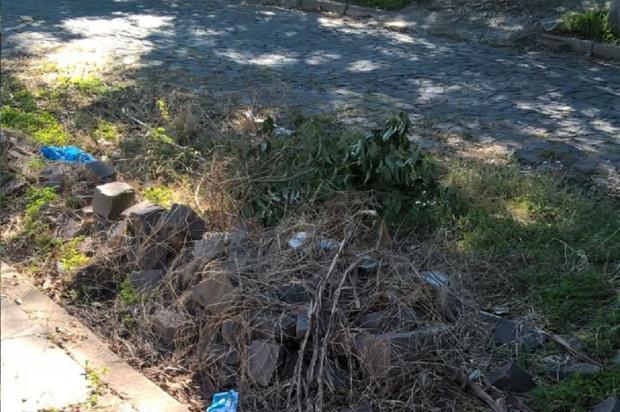 Entulhos bloqueiam entrada de residência, em Santa Maria Arquivo Pessoal / Leitor/DG/Leitor/DG
