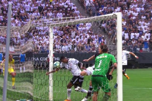 """Cacalo: """"O gol com a mão"""" Reprodução/RBS TV"""