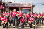 Bombeiros usam uniforme rosa em apoio à campanha Divulgação/Corpo de Bombeiros