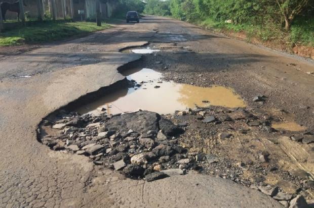 Estrada Passo do Nazário sofre com a falta de manutenção, na Região Metropolitana Arquivo Pessoal / Leitor/DG/Leitor/DG