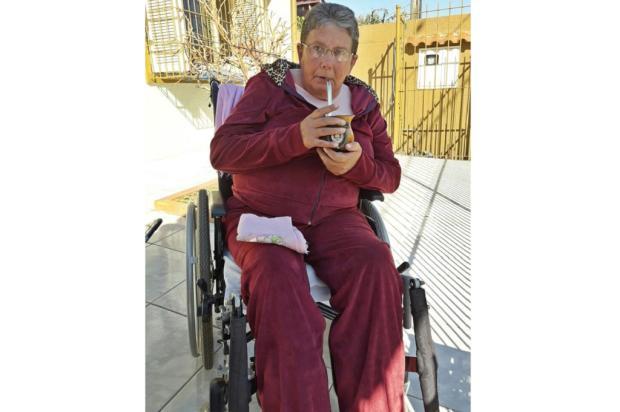 Idosa sofre por não receber fraldas há oito meses em Canoas Arquivo Pessoal / Leitor/DG/Leitor/DG
