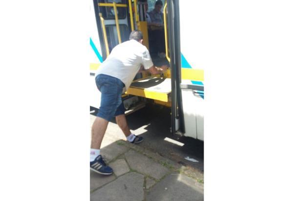 Falta de ônibus com elevador funcionando prejudica alunos de Apae em Porto Alegre Arquivo Pessoal / Leitor/DG/Leitor/DG