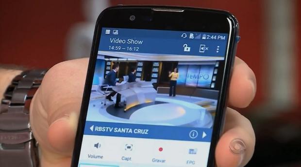 TV no smartphone é uma das vantagens do sinal digital Reprodução/RBS TV/