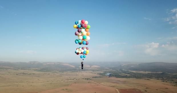 'Up' da vida real: britânico voa com balões THE ADVENTURISTS / Divulgação/Divulgação