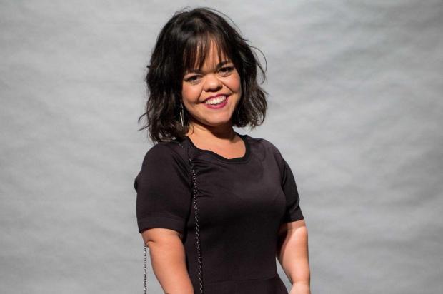 """Primeira atriz com nanismo a ter papel de destaque em novelas, Juliana Caldas comemora: """"Felicidade e gratidão"""" Raquel Cunha/TV Globo/Divulgação"""