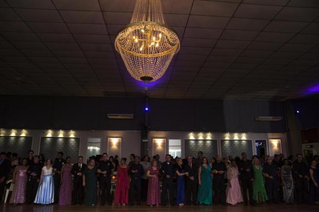 Veja como foi o baile em que todas as debutantes já passaram dos 60 Anderson Fetter/Agência RBS