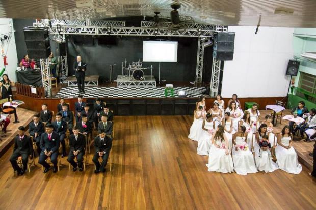 Após projeto que desconstruiu Cinderela, estudantes de São Leopoldo participam de baile de debutantes Carlos Alexandre Pereira/Divulgação