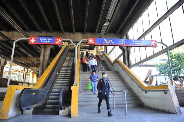 Usuários do trensurb reclamam de escadas rolantes que não funcionam Lívia Stumpf / Agência RBS/Agência RBS