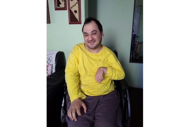 Idosa faz vaquinha para comprar guincho para filho que tem paralisia Arquivo Pessoal / Leitor/DG/Leitor/DG
