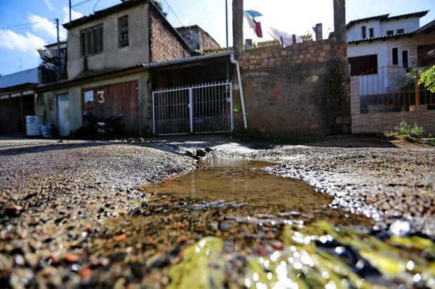 Com serviço reduzido no Dmae, vazamentos de água potável se espalham por Porto Alegre Anderson Fetter / Agência RBS/Agência RBS