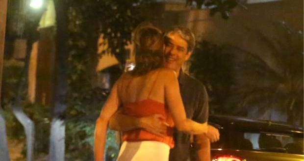 William Bonner troca carinhos com a namorada em passeio no Rio de Janeiro Thiago Martins / AgNews/AgNews